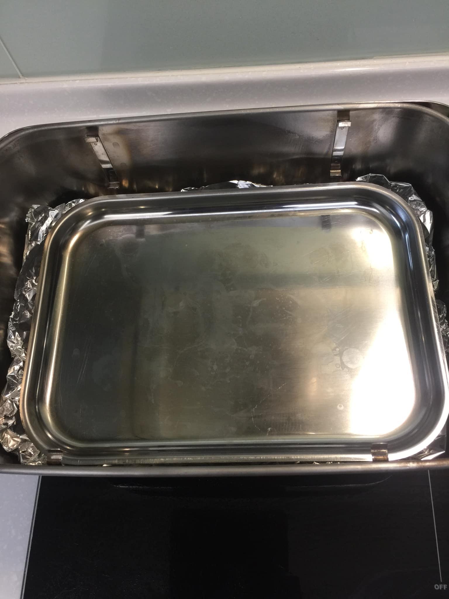 放入接肉汁油脂的盤